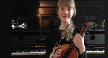 Ohmygossip.se: Den 11-åriga violinisten från Estland, Estella Elisheva trollbinder världen med klassiska musikstycken